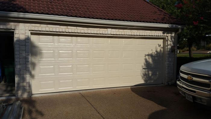 new Traditional Garage Doors beautify your home